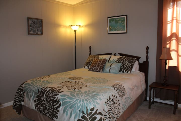 Owl's Nest Guest House - Greensboro - Guesthouse