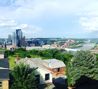 Cozy and spacious, gorgeous view--Mt. Washington - Pittsburgh