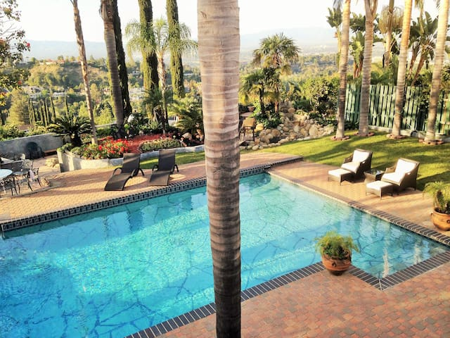 Family resort in the Hills - Los Angeles - Casa