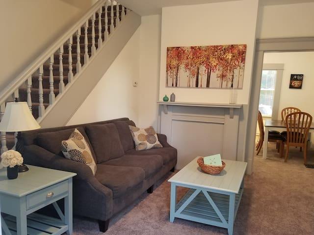 Duncan Street Haven - Remodeled 2 Bedroom