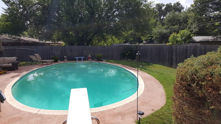 Charming Pool House ideally located - San Antonio