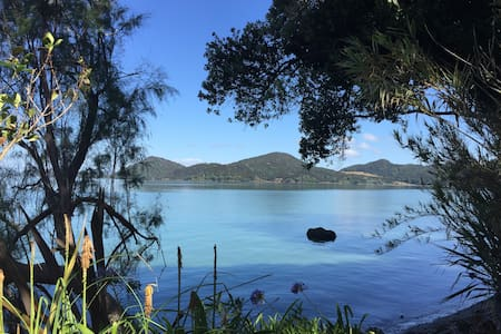 Peaceful house right on the beach - Whangarei Heads - Leilighet