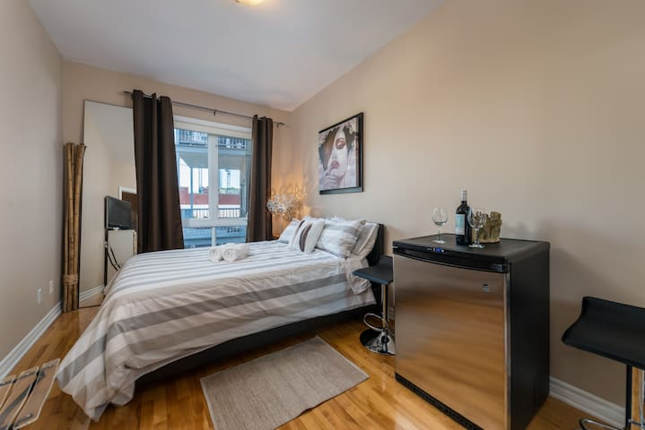 Nice room with private bathroom - downtown Mtl