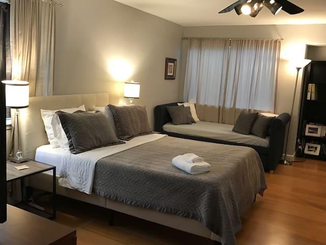 Galleria Townhouse 2 bed, 2 bath, garage & patio - Houston
