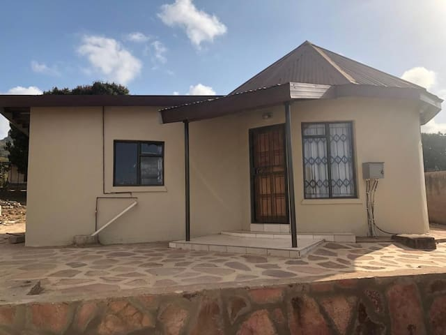 Thetshelesani @Cozy Self-Catering Double-H Chalets