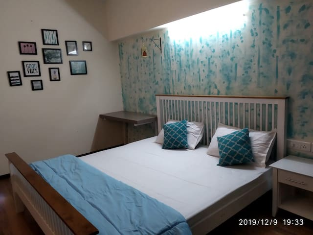 Turquoise Blue Private Room out of 5 bhk