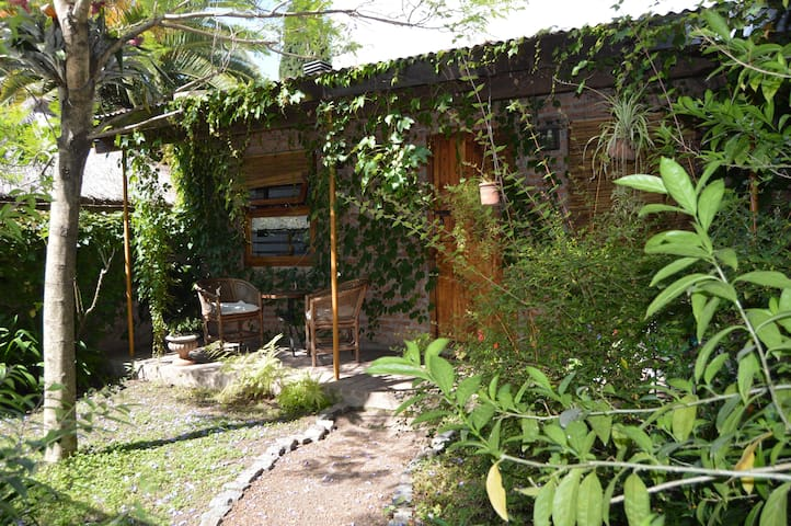 Beautiful Cottage in Adrogue - Adrogué - Guesthouse