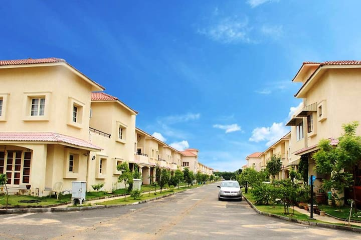 Villa in a gated community near DLF IT Park/SRMC