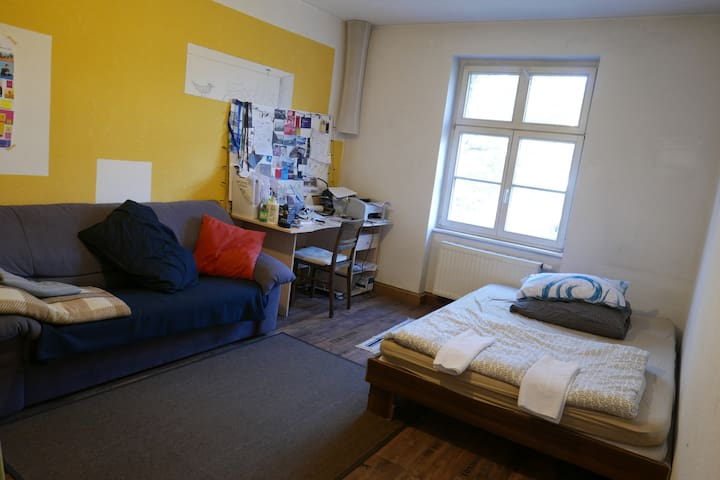 Cosy rooms right next to Schwanseebad!!!
