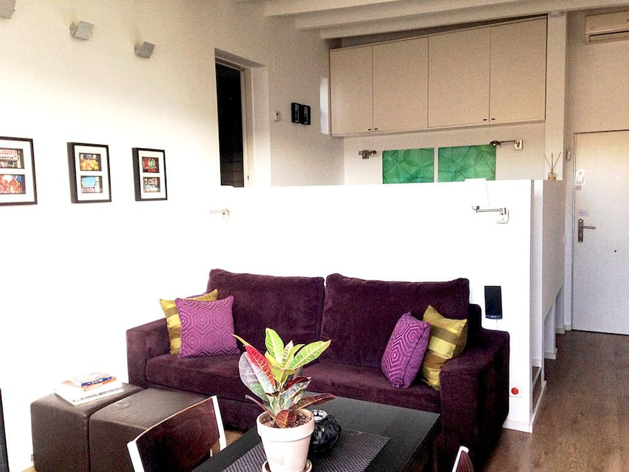 Lovely interior designed studio in the heart of Barcelona. Great little terrace with sunset.