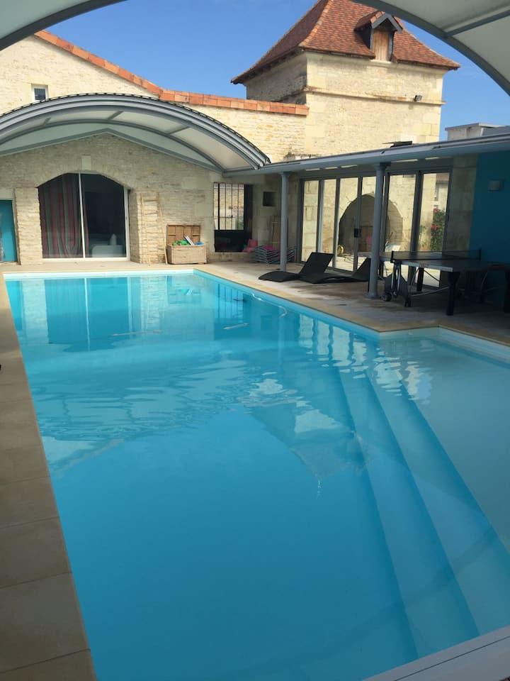 Gîte moderne et piscine à 7 min du Futuroscope