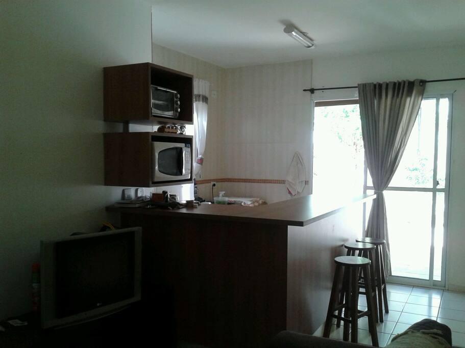 Sala e cozinha conceito aberto. Linda né!  ♥♥♥