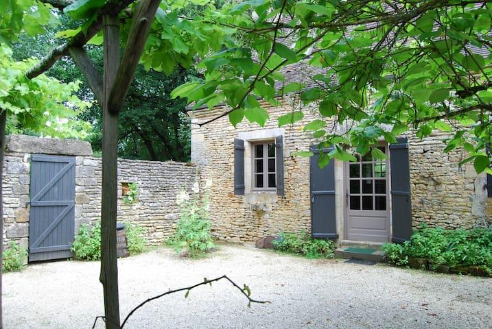 Maison à louer Saint Amand de Coly  - Saint-Amand-de-Coly