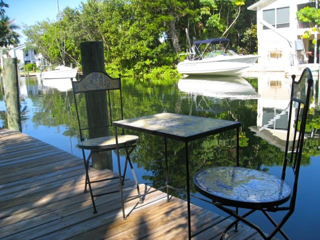 Artistic, Designer's Villa beach & on quiet canal - Longboat Key - Casa