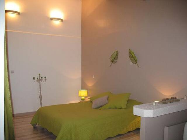 Esprit Garrigues - Chambre GARRIGUE - Pougnadoresse - Bed & Breakfast