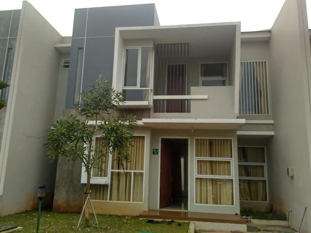 Rumah Nyaman Suasana Resort Cluster Jakarta Utara