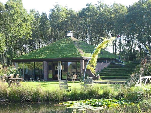 Selatuinenpaviljoen in grote tuin - Appelscha