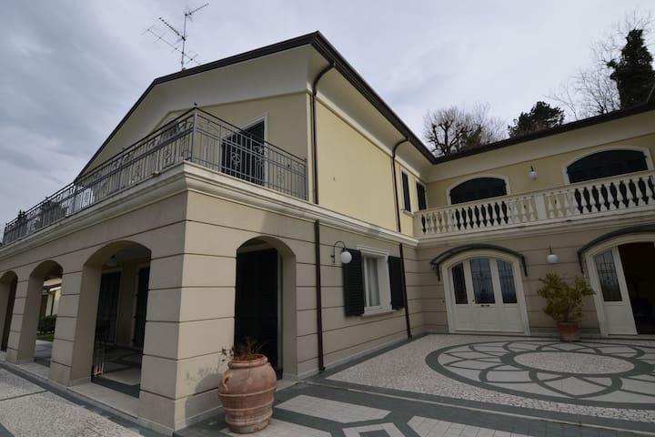 Grande villa a Montescudo con terrazza privata