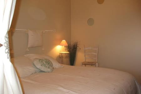 Esprit Garrigues - Chambre SABLE - Pougnadoresse - Bed & Breakfast