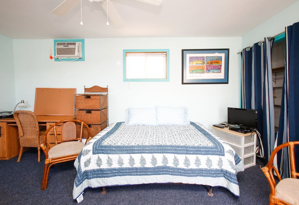 Bywater furnished studio apartment apartments for rent for Furnished studio apartments
