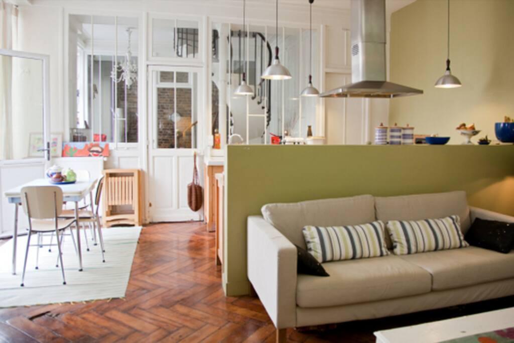Grande pièce à vivre de 60 m2 avec cuisine américaine