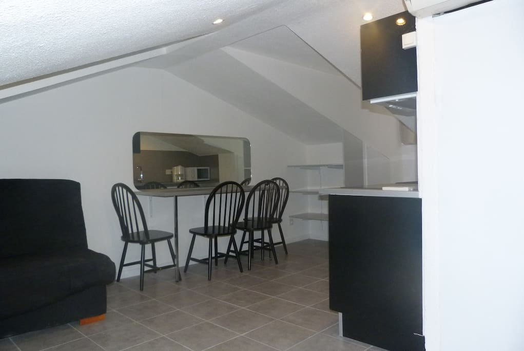 plein centre ville charmant meubl appartements louer nice provence alpes c te d 39 azur france. Black Bedroom Furniture Sets. Home Design Ideas