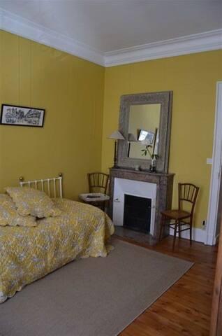 le mystère de la chambre jaune !