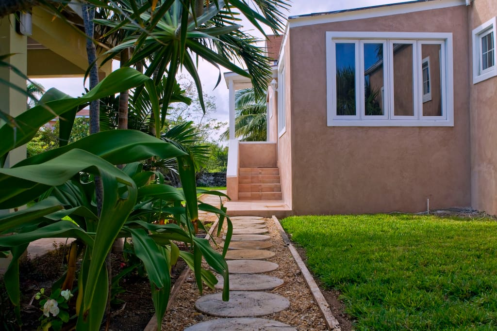 Spacious family friendly vacation retreat houses for rent in nassau bahamas - Large summer houses energizing retreat ...