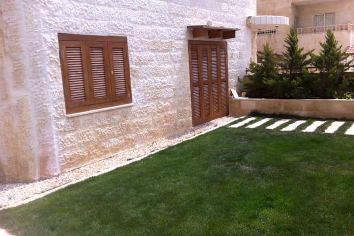 Elegant apartment with amazing Garden in Amman - Amán - Departamento