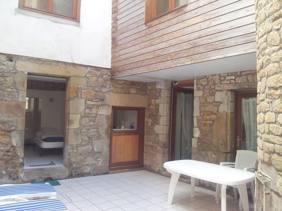 t1 22m2 terrasse port vannes flats for rent in vannes brittany france. Black Bedroom Furniture Sets. Home Design Ideas