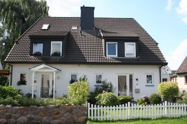 Ruhige Randlage,aber gut angebunden - 브레멘 - 단독주택