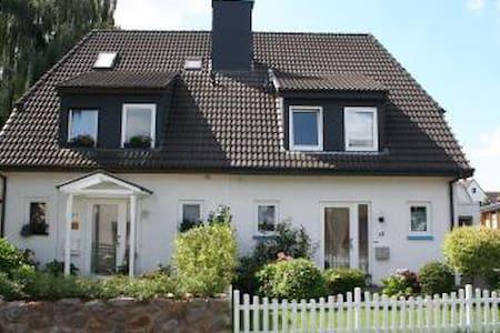 Ruhige Randlage,aber gut angebunden - Bremen - Huis