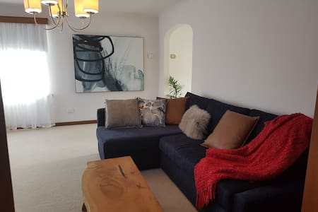 Entire townhouse, 1 flat rate. WIFI, 100mtrs LGH