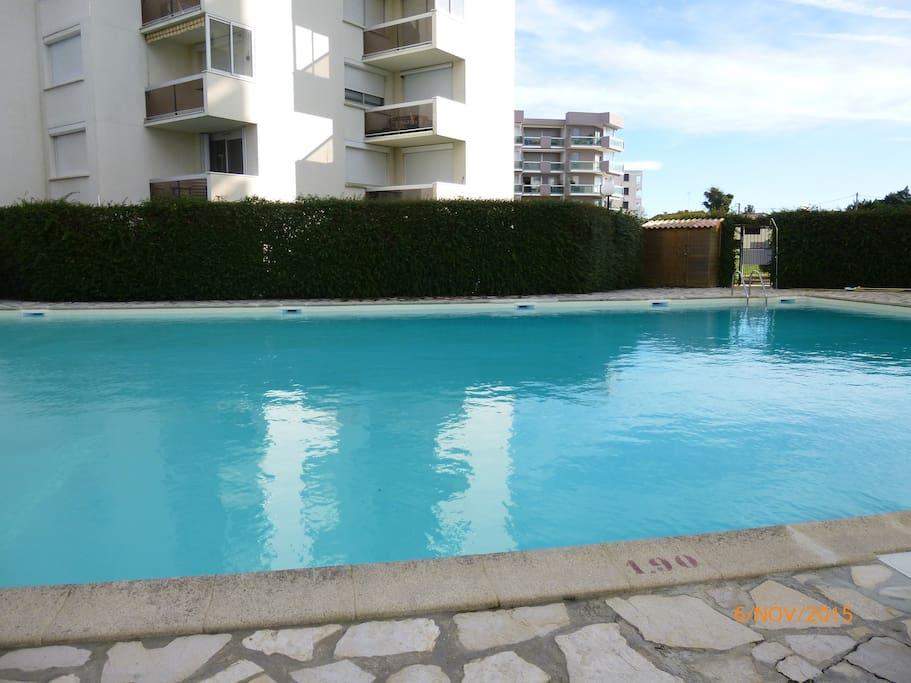 Agr able studio dans r sidence avec piscine appartements for Residence vacances arcachon avec piscine
