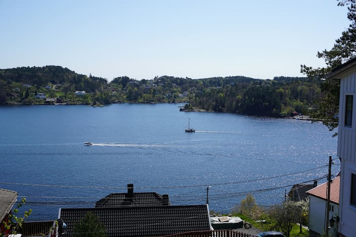 Sunny, idyllic house with panoramic view! - Arendal - Talo