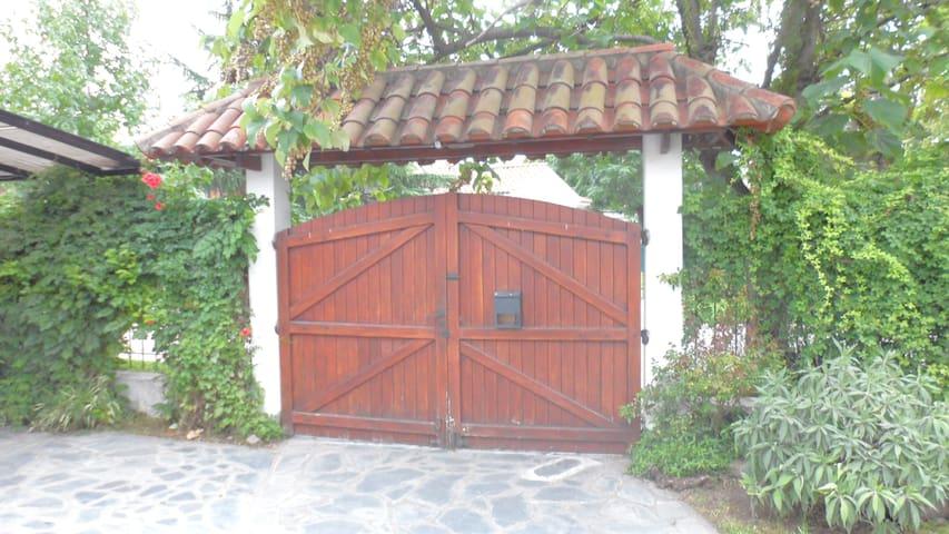 Casa totalmente equipada 2 ambiente - Ezeiza - Huis