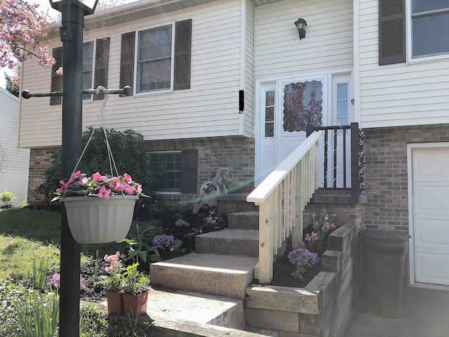 Cozy Split-Level Close to Downtown State College