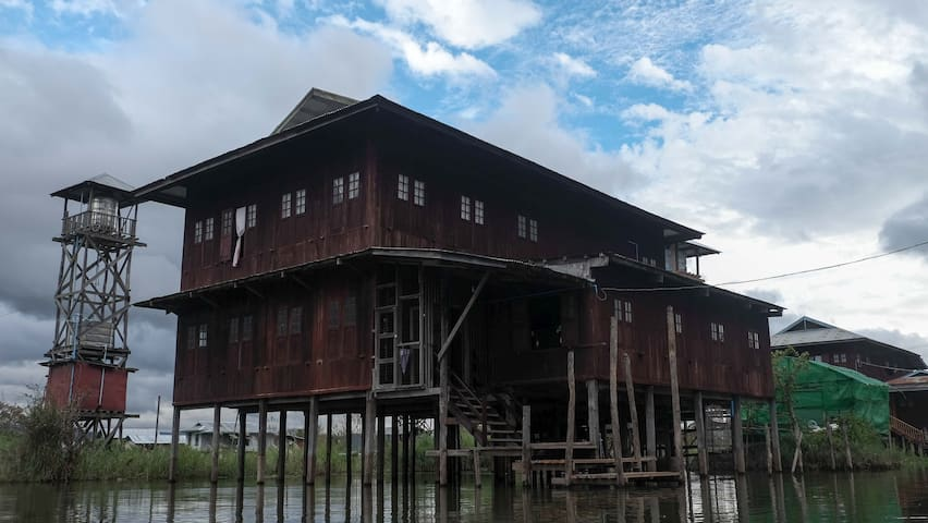 Inle Innpawkhon Homestay Bed Room 1