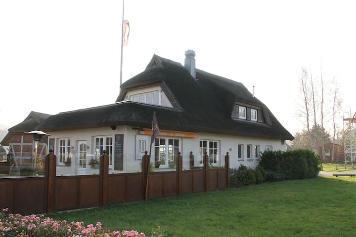 Dachgeschoss mit Hafenblick - Ralswiek