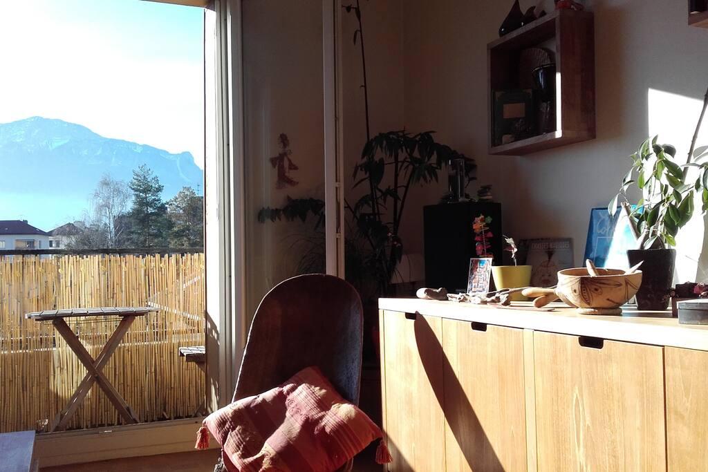Salon avec balcon vue sur le Vercors...