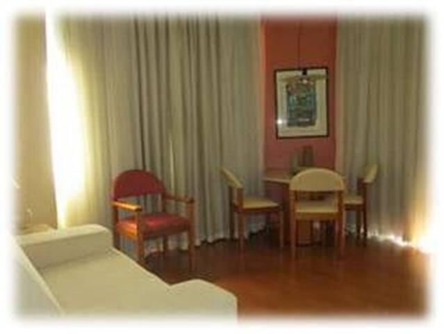 Flat quarto/sala/cozinha/banho/wi-fi na Savassi!