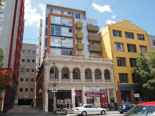 Great location CBD 1BR home