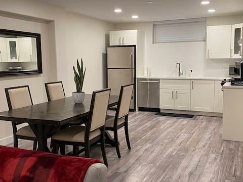 Spacious Two Bedroom Suite (Newly Renovated)