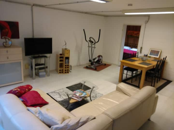 2 Room flat with kitchen&shower / High-Speed WIFI