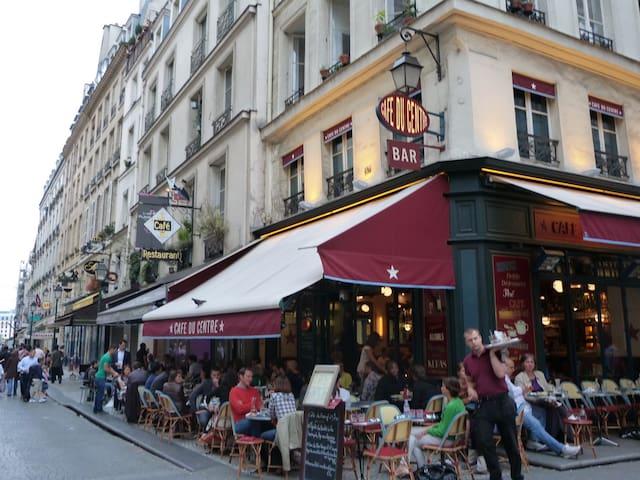 Café en terrasse rue Montorgueil