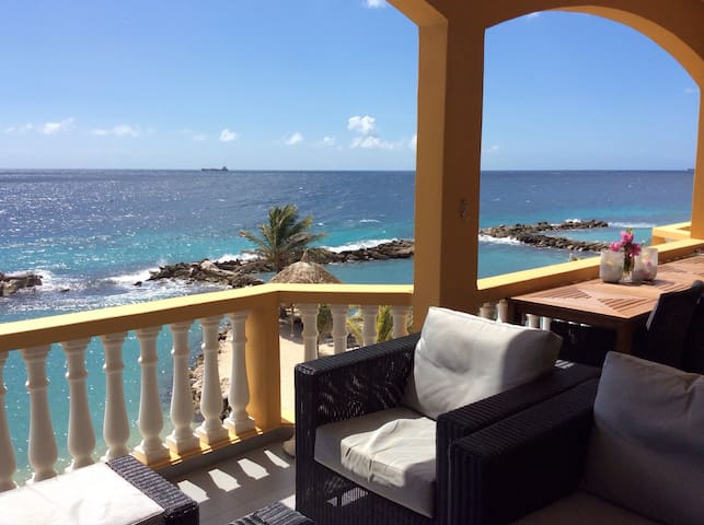 Ocean View, PRIVATE BEACH/POOL stunning Apartment!