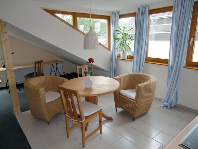 Sonnige 2-Zimmer-Wohnung mit Balkon und Parkplatz