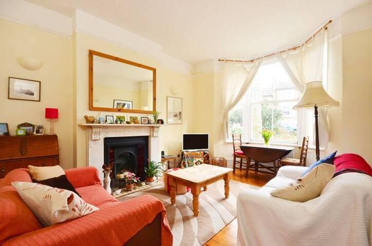 Lovely, quiet 2 bedroom maisonette - own garden