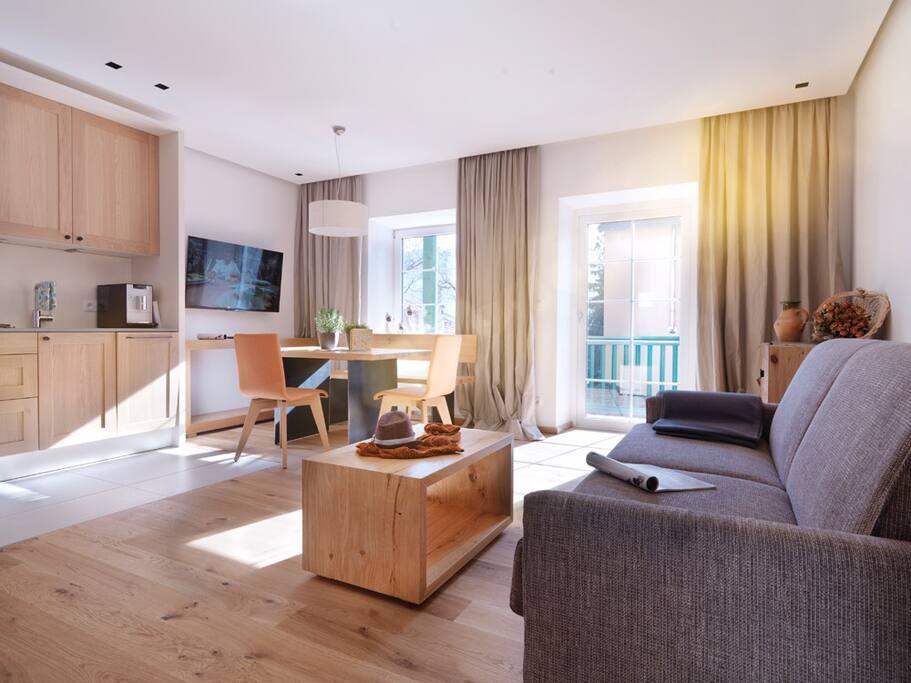 Wohnzimmer (mit Couchbett) / Livingroom (with sofa-bed)