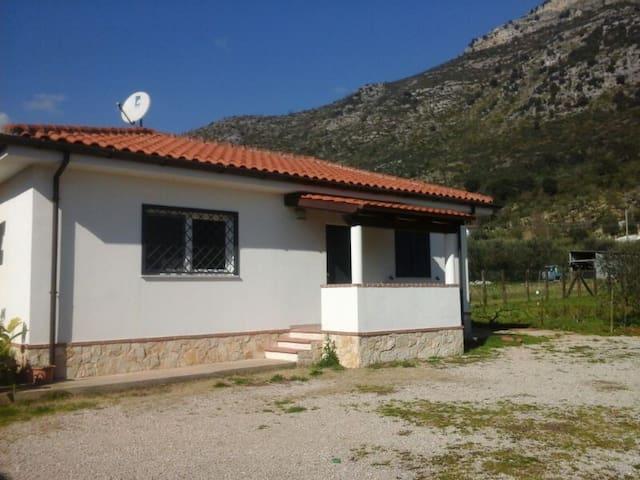 Grazioso Appartamento Indipendente - Monte San Biagio - House